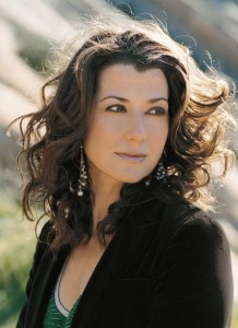 "Amy Grant | ""Chatting with Amy"" by Mary Ann DeSantis 
